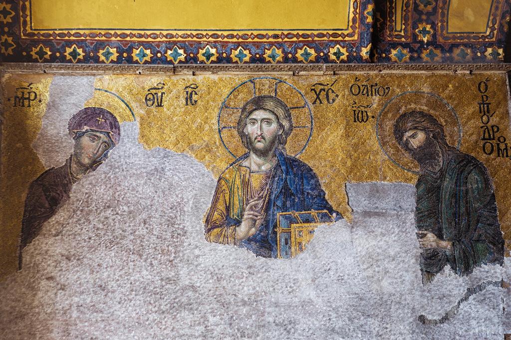 Фото: Мозаика на стенах собора