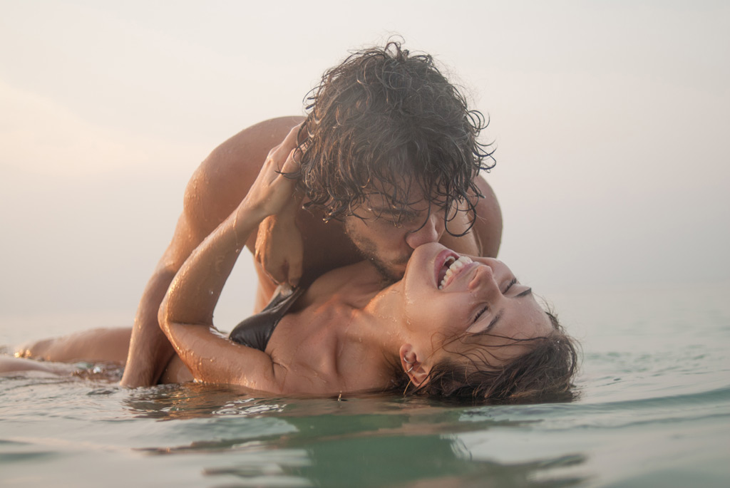 Фото интимного характера вдвоем на пляже