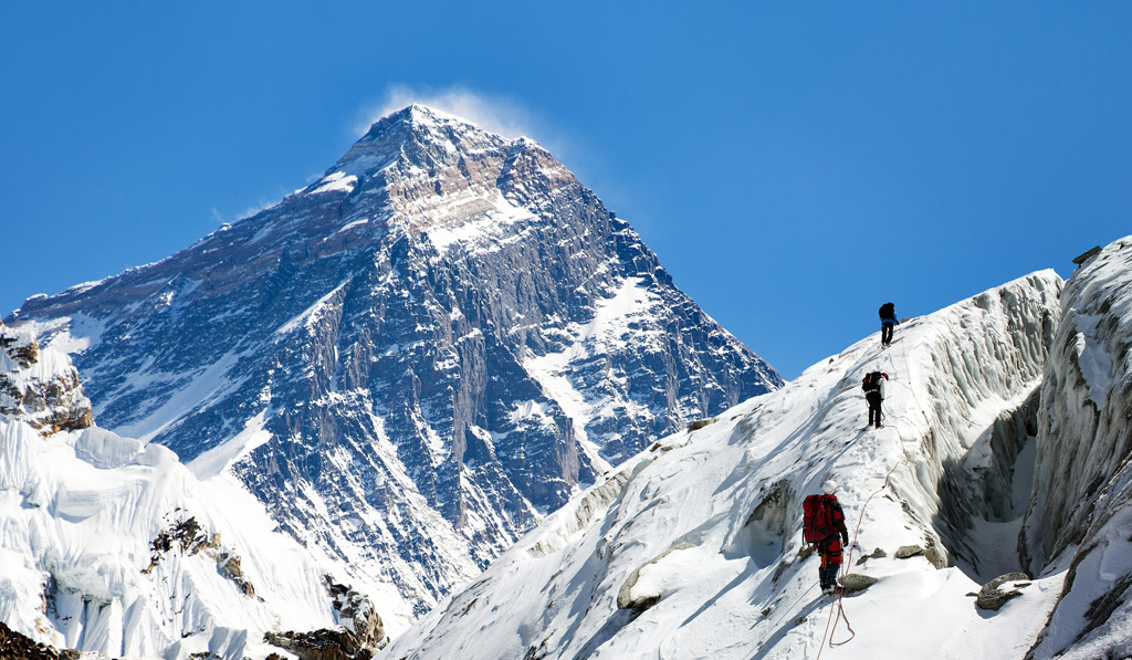 https://www.onetwotrip.com/ru/blog/static/images/how-to-climb-everest/way-to-everest-base-camp.jpg