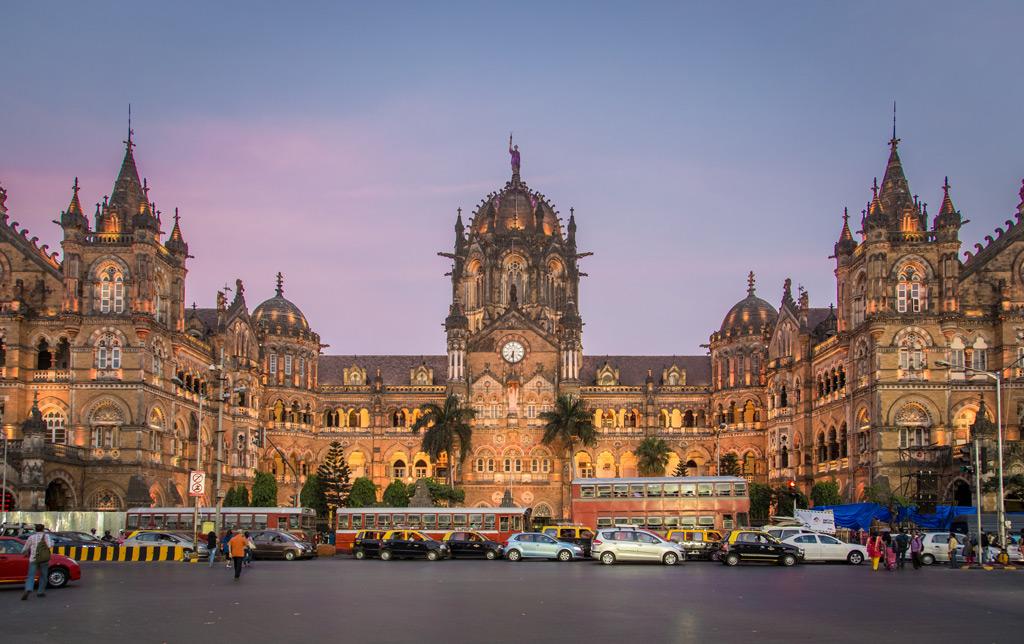 Фото: Chhatrapati Shivaji Terminus, Мумбаи, Индия 10 самых красивых железнодорожных вокзалов мира 10 самых красивых железнодорожных вокзалов мира chhatrapati shivaji terminus