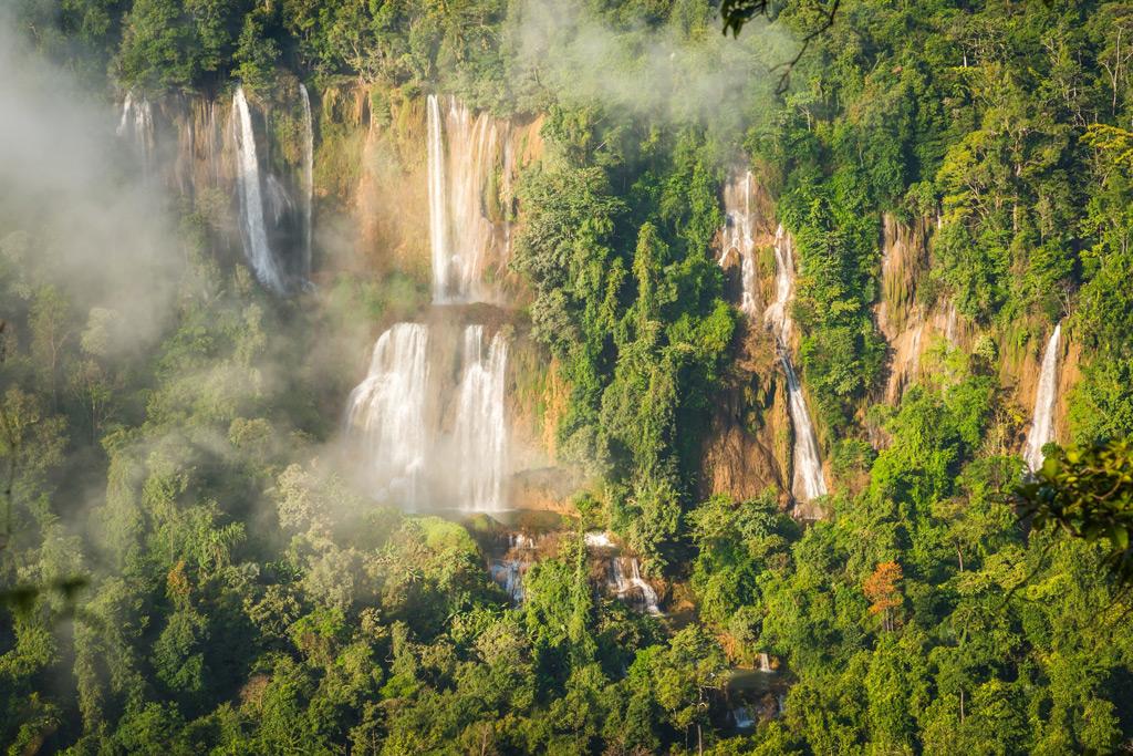 Фото: Водопад Tee Lor Su