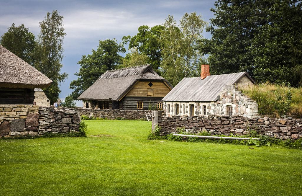 деревенские дома в прибалтике фото лиман