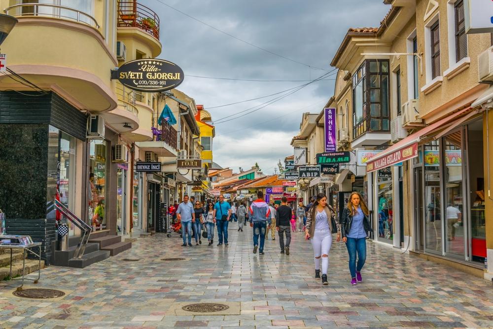 Фото: Улица с магазинами