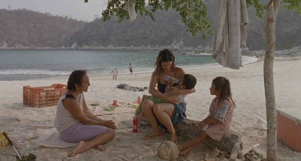 y tu mama tambien film review Y tu mama tambien is a deceptive little movie, a serious film masquerading as a bit of comic fluff, hiding weighty themes behind silly banter and plenty of t&a director alfonso cuarón would go.