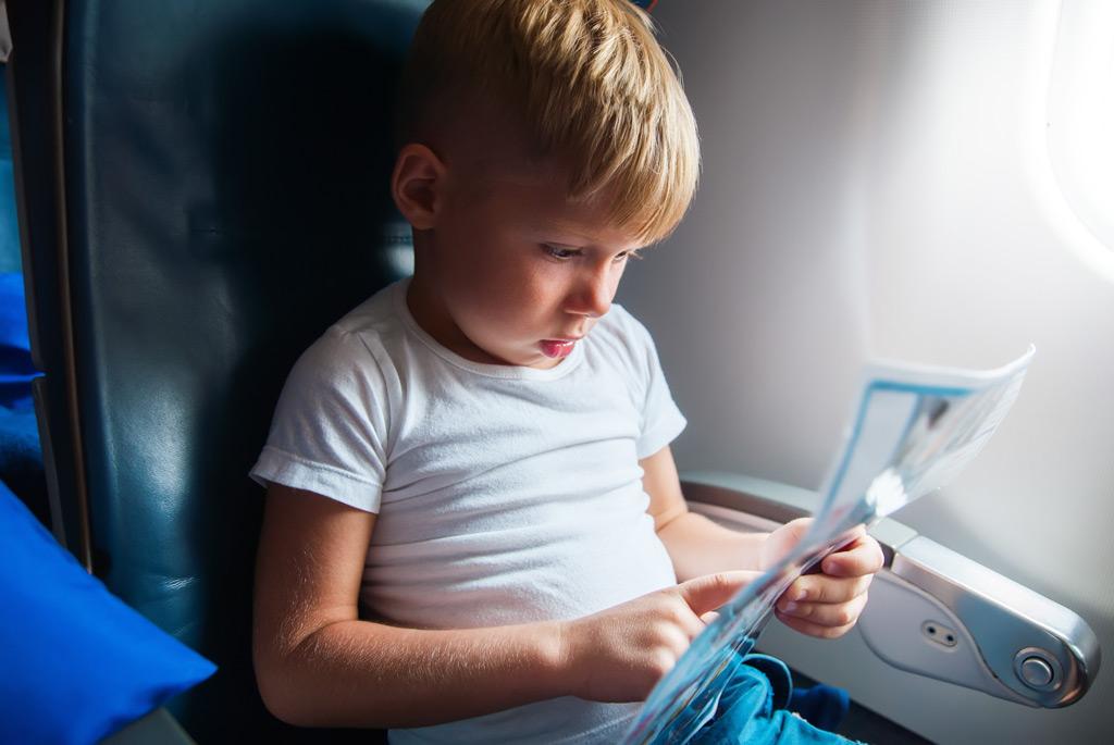 чем занять двухлетнего ребенка в самолете несоответствие руководителя занимаемой должности