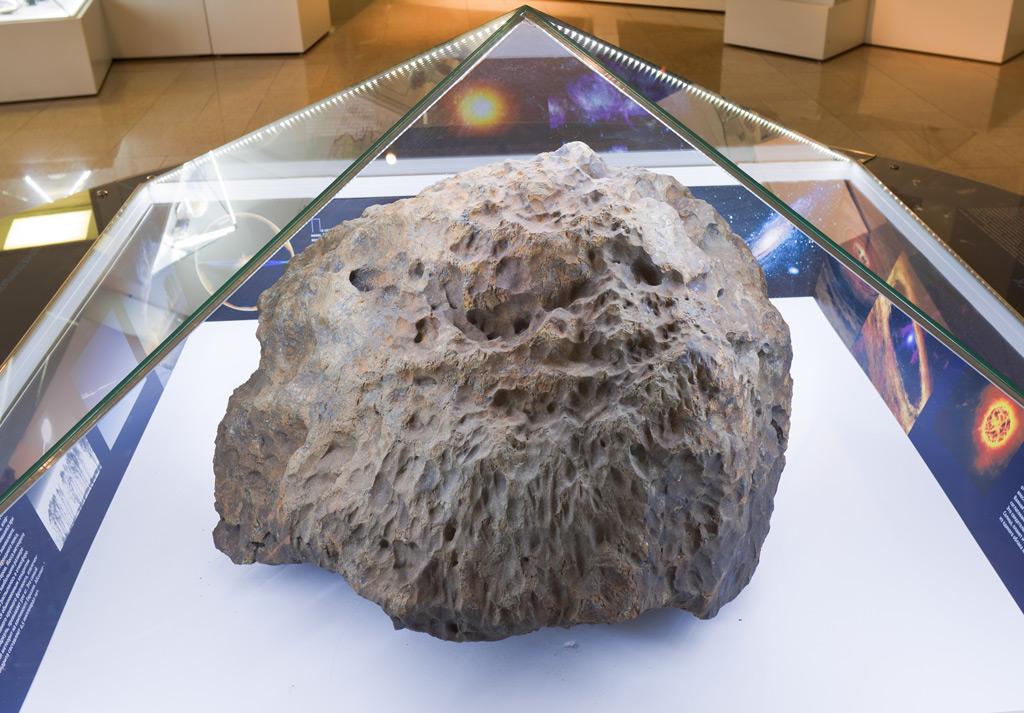 делать, первые фото выловленного челябинского метеорита также