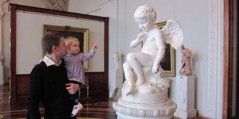 child-in-museum