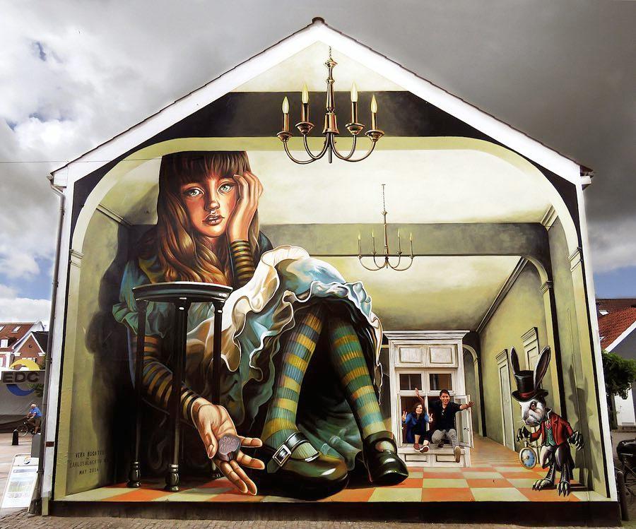Уличные художники рисуют эротику 6