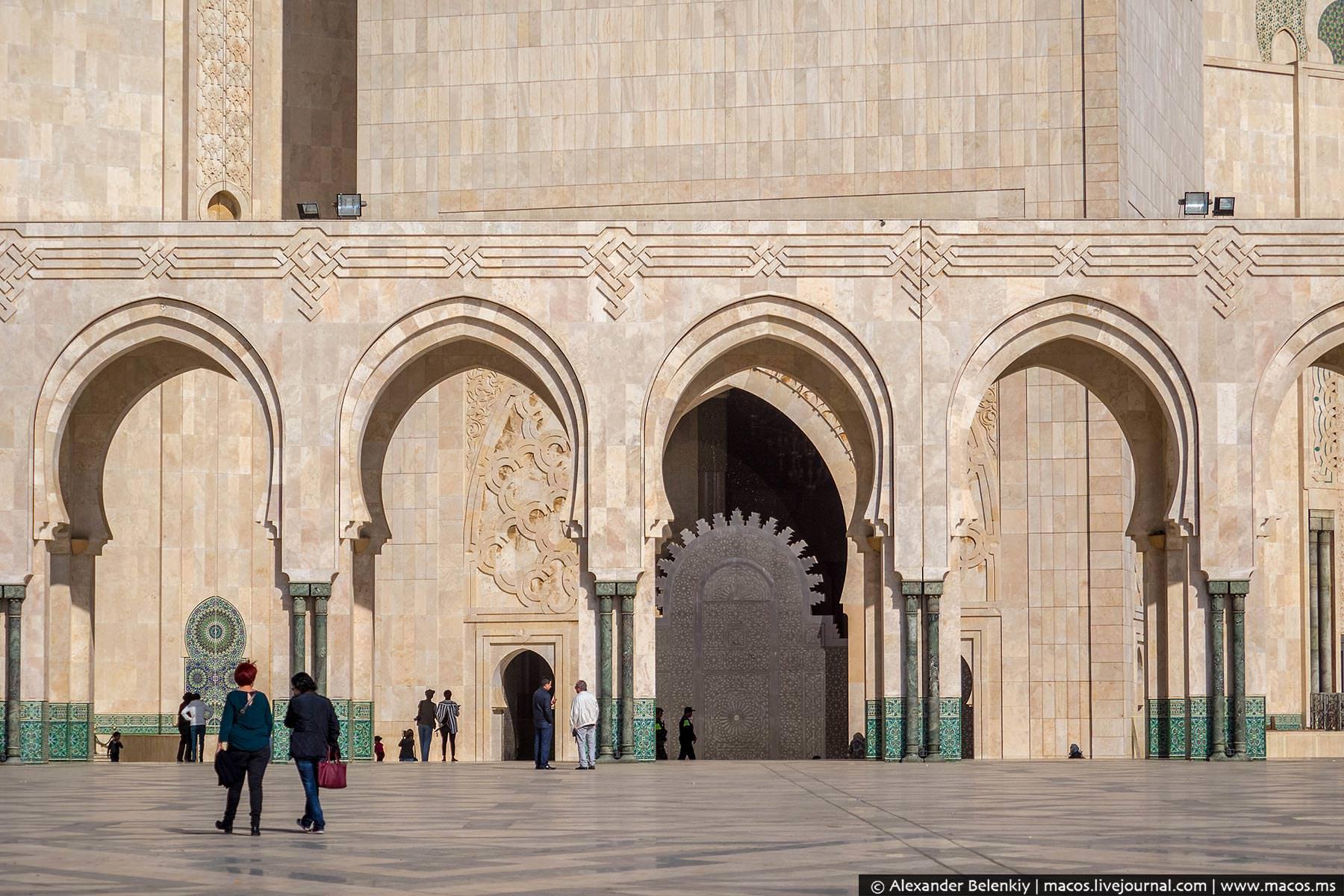 Фото: Вход в Мечеть