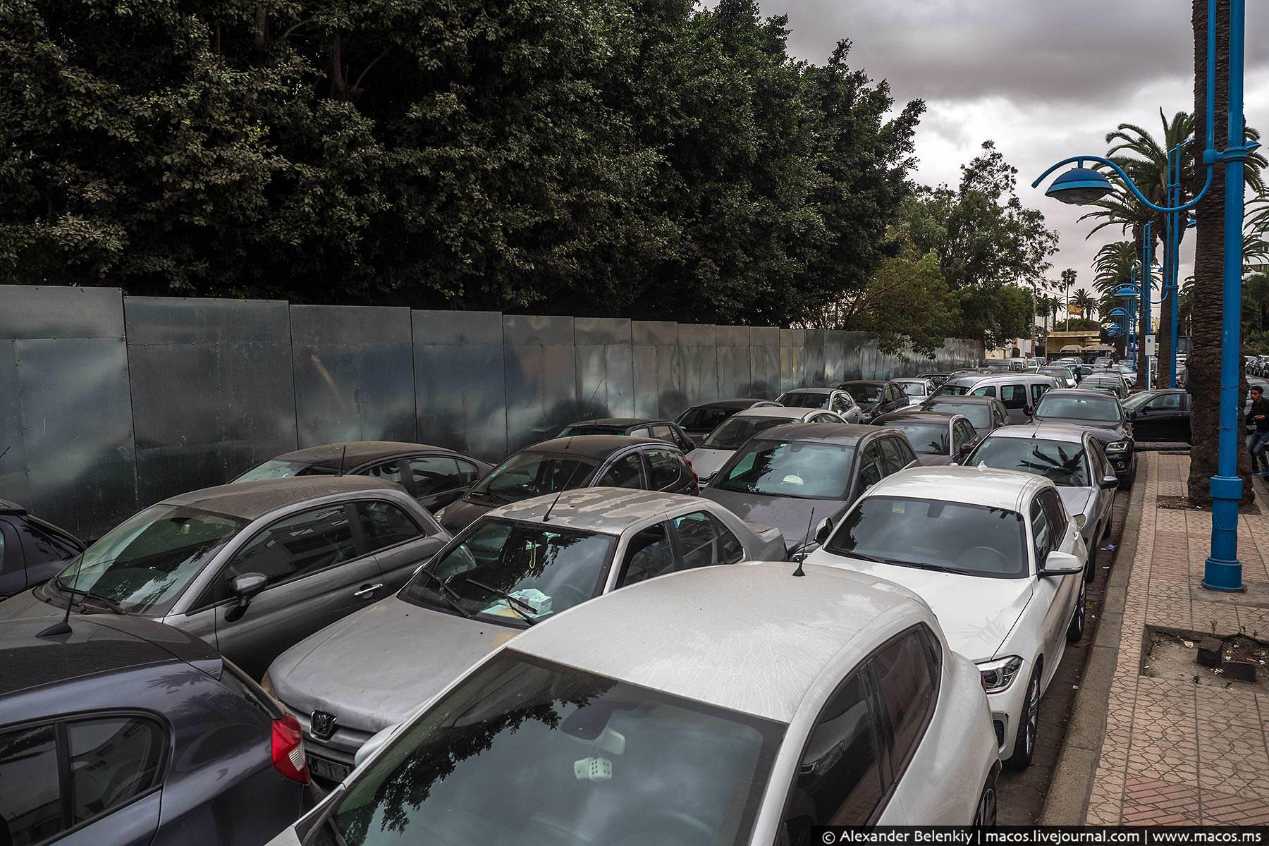 Фото: Парковка на улице города