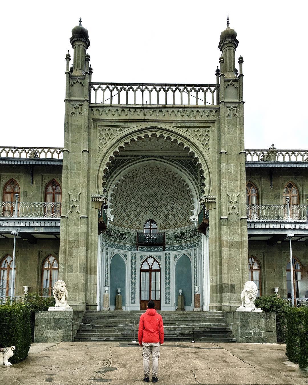 Фото: Вход в Воронцовский дворец
