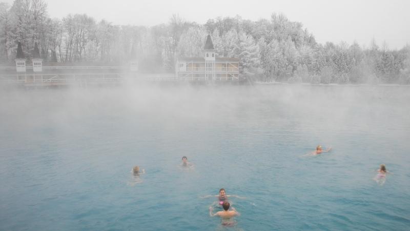 Фото: Купание в озере зимой