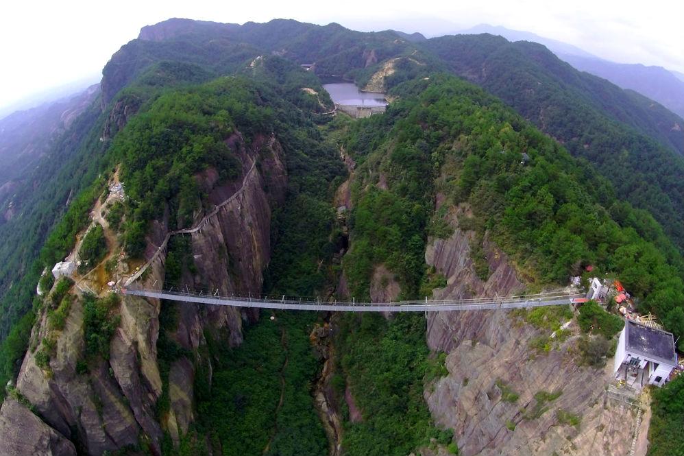 Фото: Стеклянный мост