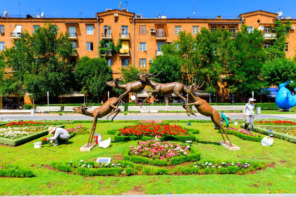 Фото: Скульптура «4 оленя»