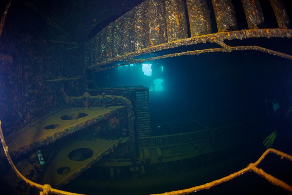 Фото: Внутри затонувшего корабля