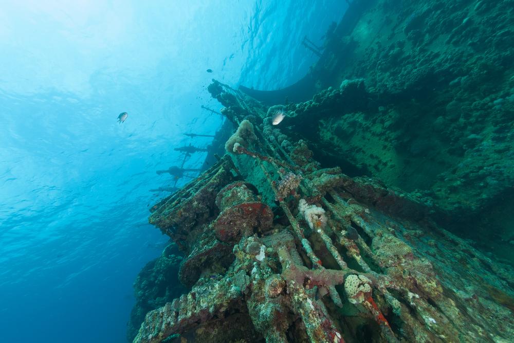 Фото: Корабль под водой