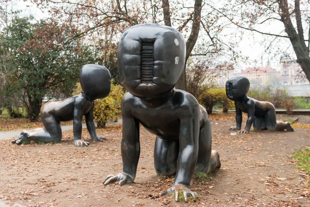 Фото: Скульптура «Младенцы»