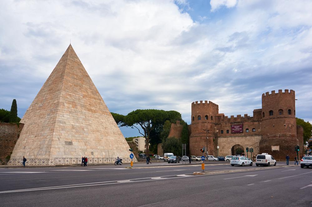 Фото: Пирамида Цестия