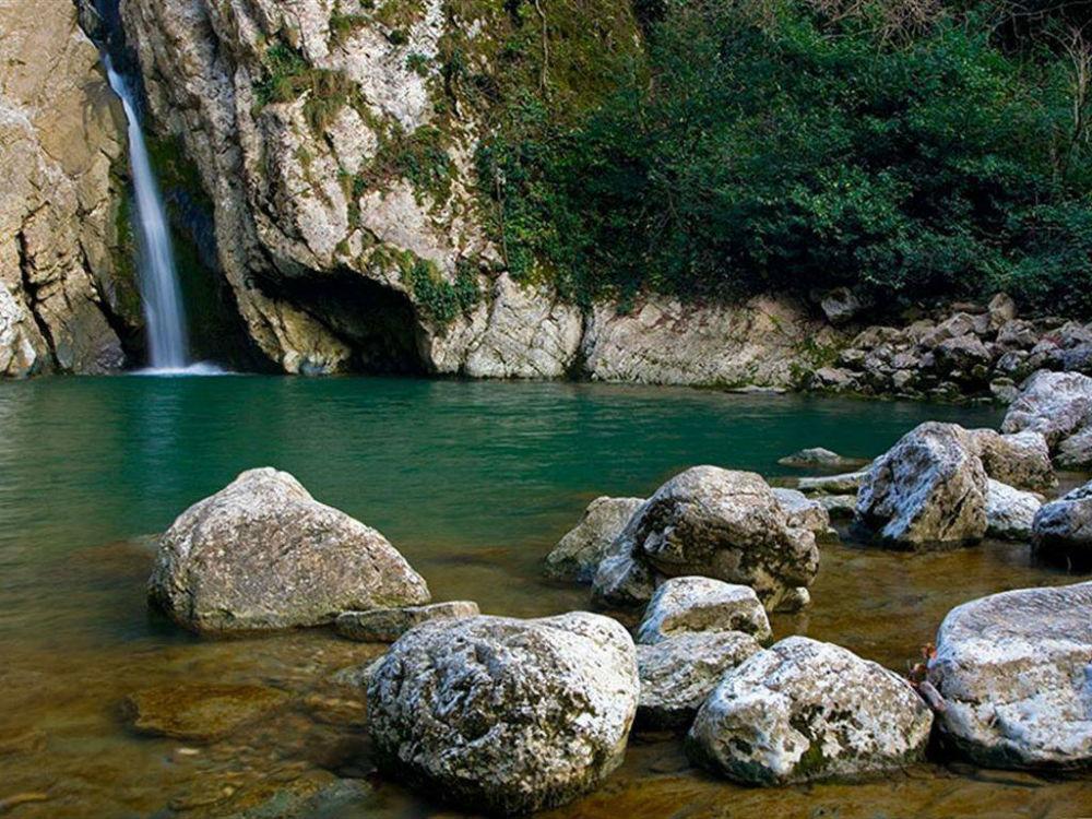 Фото: Агурские водопады