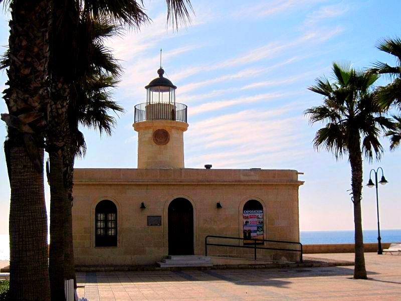 Фото: Маяк Faro de Roquetas de Mar