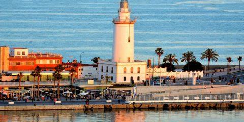 Фото: Маяк La Farola de Malaga