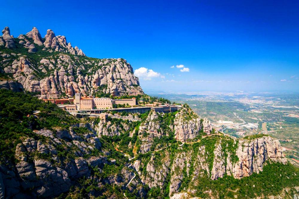 Фото: Монастырь Монтсеррат