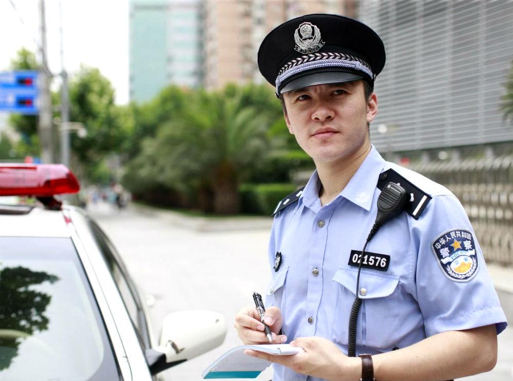 Фото: Инспектор дорожной полиции в Китае