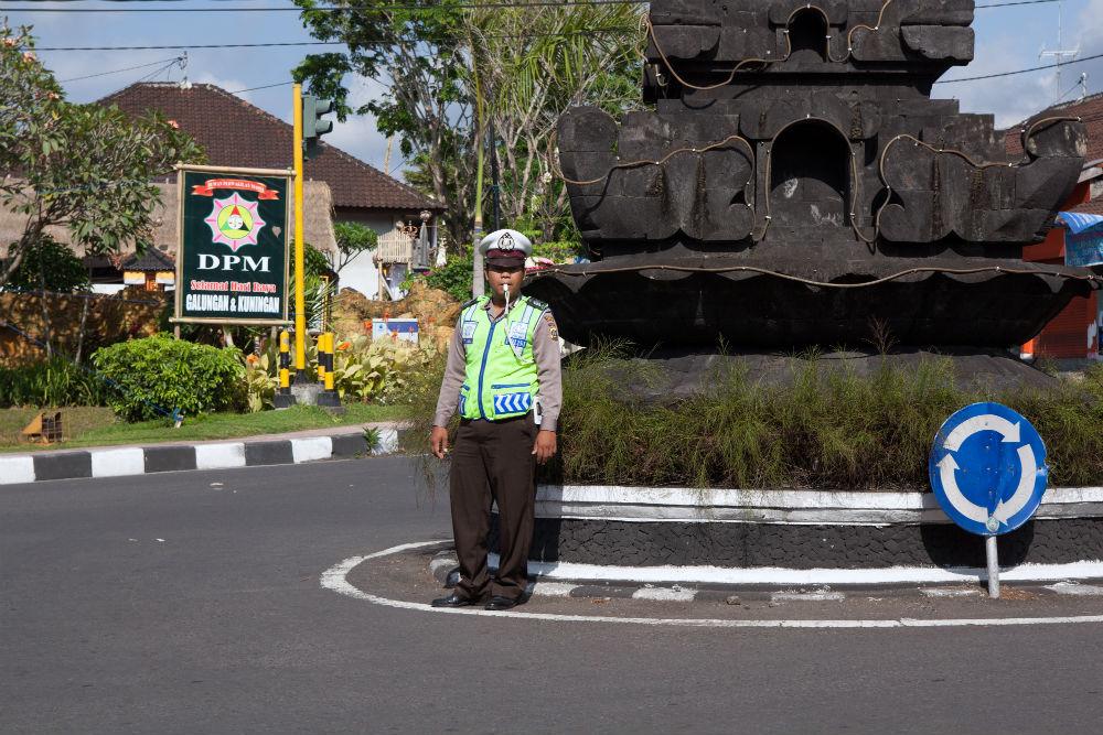 Фото: Инспектор дорожной полиции в Индонезии