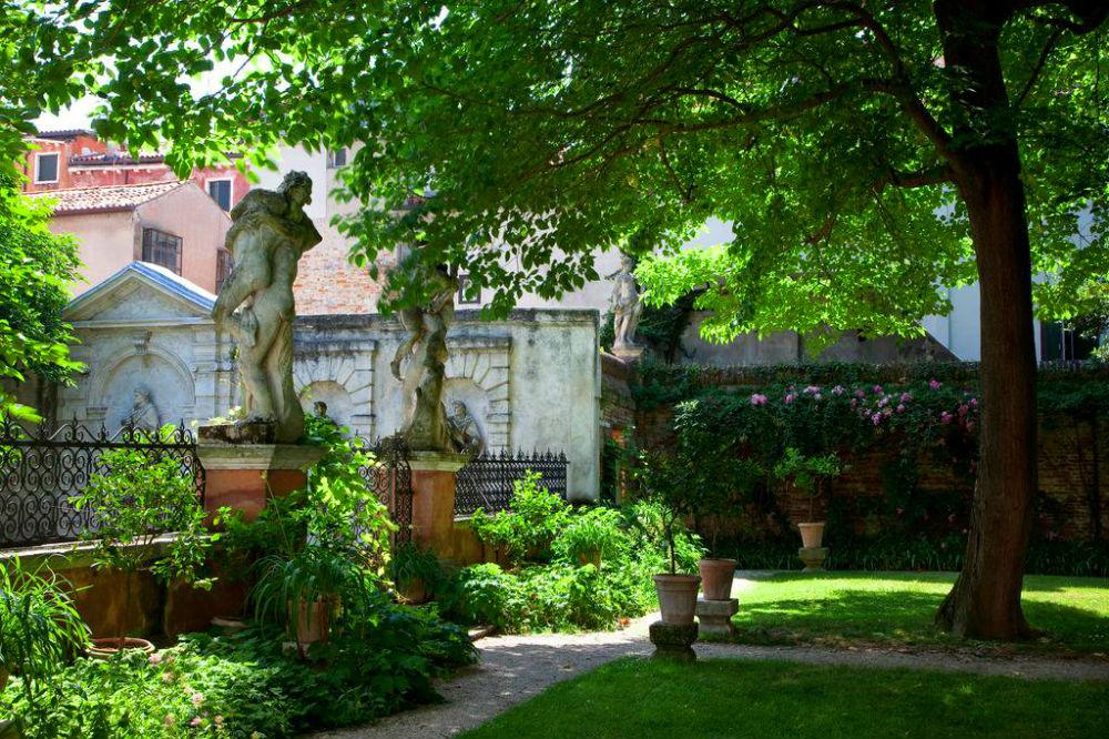 Фото: Сад дворца Соранцо-Капелло