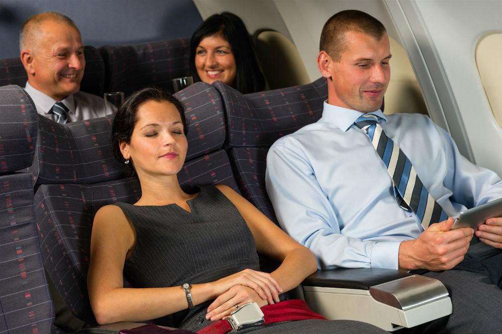 Фото: Йога в самолете