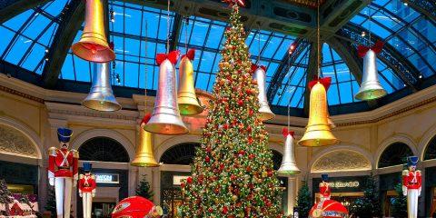 Фото: Рождественская ель в отеле