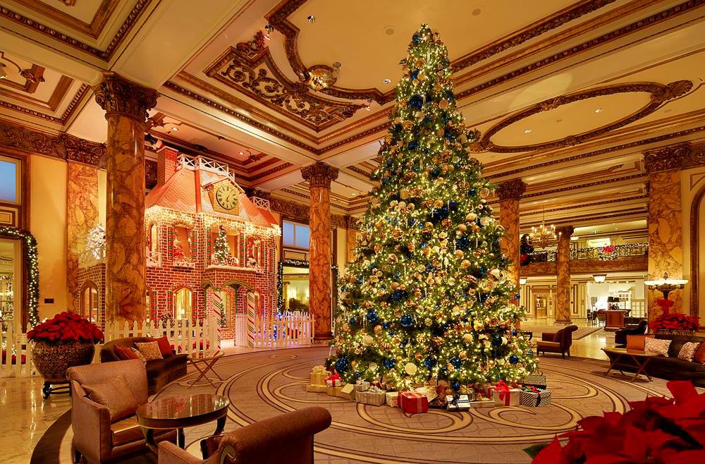 Фото: Рождественское оформление в Fairmont Hotel