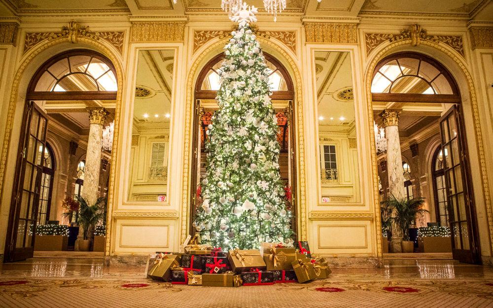 Фото: Рождественское оформление в The Plaza 10 отелей, которые под Новый год превращаются в сказку 10 отелей, которые под Новый год превращаются в сказку plazahotel