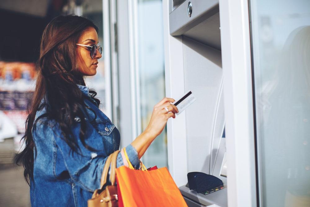 Фото: Когда снимать в банкоматах