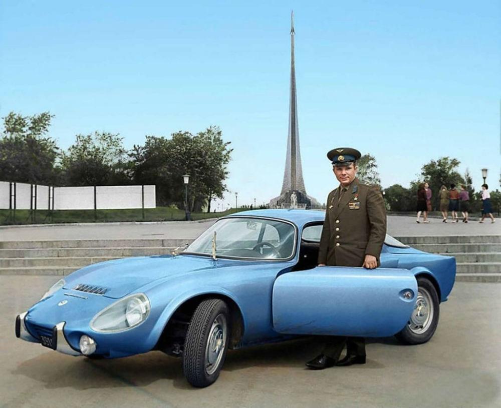 Первый владелец спортивного иностранного  автомобиля в СССР Юрий Гагарин.