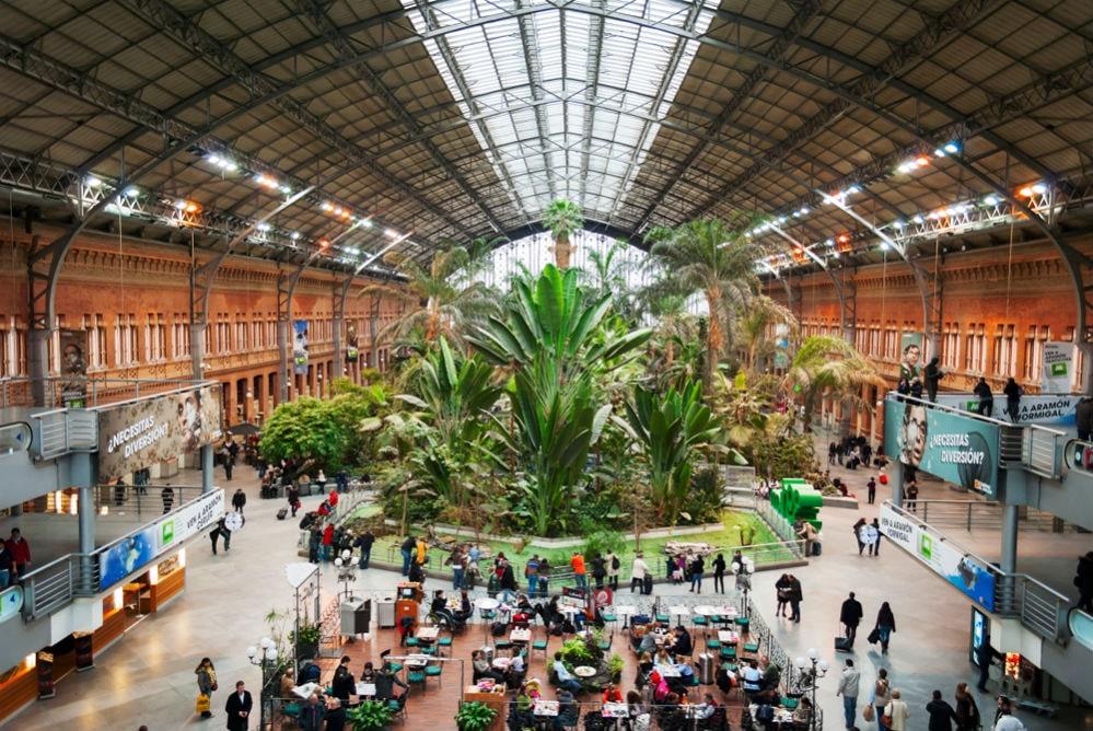 Фото: Madrid Puerta de Atocha 10 самых красивых железнодорожных вокзалов мира 10 самых красивых железнодорожных вокзалов мира madrid puerta de atocha 1