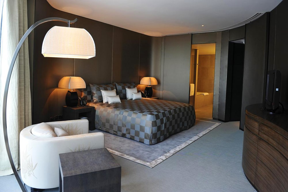 Фото: Armani Hotel Dubai Армани Ральф Лорен Версаче Армани, Версаче, Ральф Лорен: отели, дизайн которых разрабатывали известные кутюрье armani hotel dubai