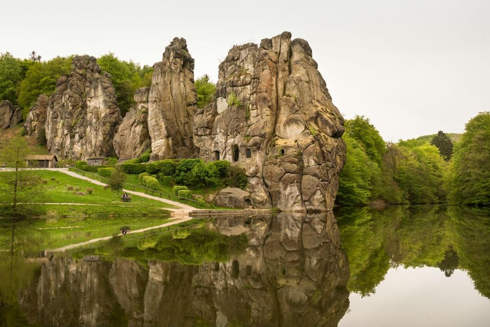Фото: Эксерские камни германия 10 завораживающих мест в Германии, о которых мало кто знает externsteine 1